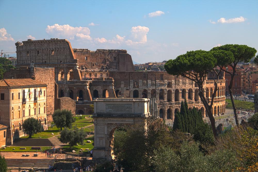 Das Kolosseum ist eines der beeindruckendsten Wahrzeichen von Rom.