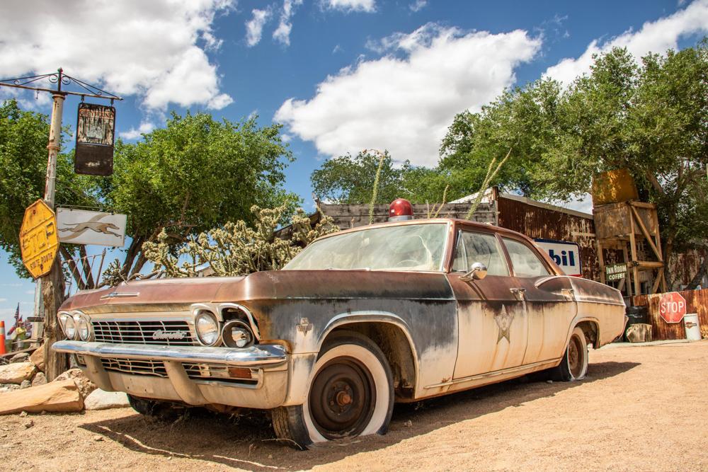 Über die Mother Road ging es von Twentynine Palms zum Grand Canyon. In Hackberry stehen an einer Retro-Tankstelle zahlreiche Fahrzeuge aus der glanzvollen Vergangenheit der Route 66.